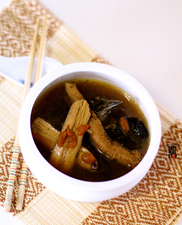 Herbal black chicken soup (北芪党参炖黑鸡汤)