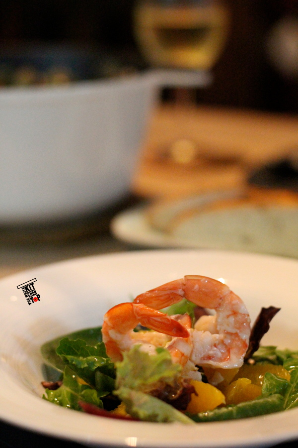 salad with broiled prawns_scaled
