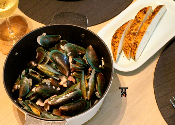 wine steamed mussels_scaled